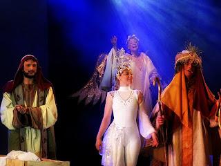 José, a Estrela Guia, um Rei Mago e um Anjo cantam no Auto de Natal de Canela.