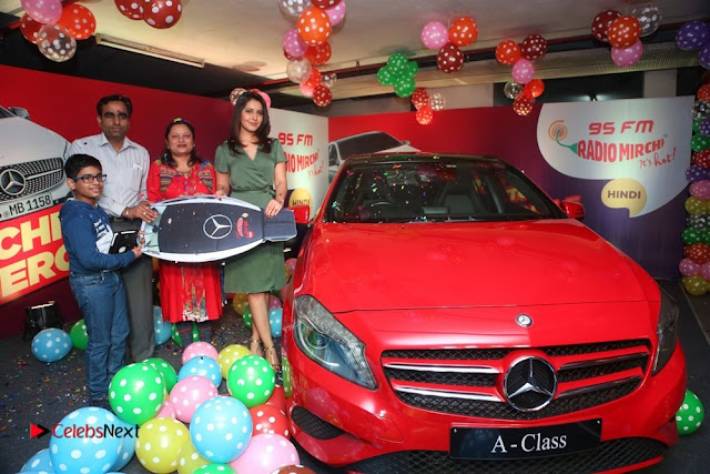 Raashi Khanna at Mirchi 95 Suno Mercedes Jeeto Contest Stills  0030