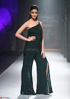 Alia Bhatt super cute in black Jumpsuit 3.jpg