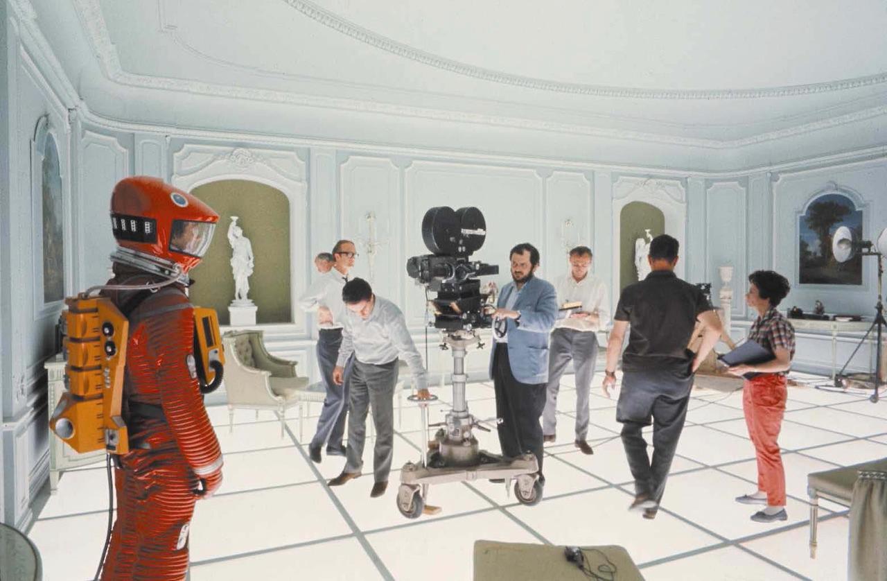 El director en plena filmación de Odisea del Espacio que cumple 50 años desde su estreno / PINTERLESS