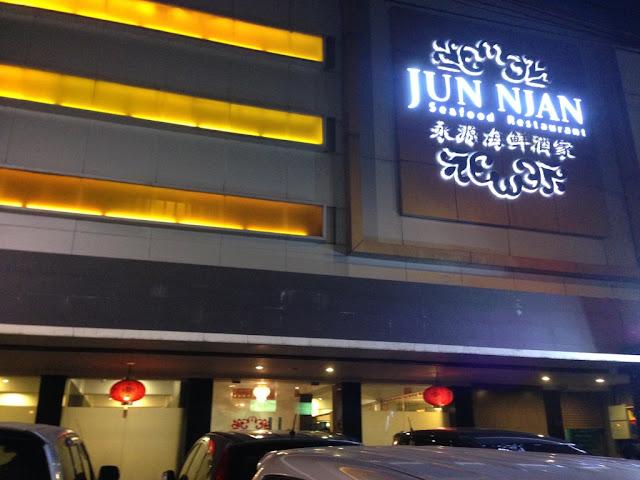 kawan kuliner sedang hunting di kawasan kuliner Jakarta Pusat
