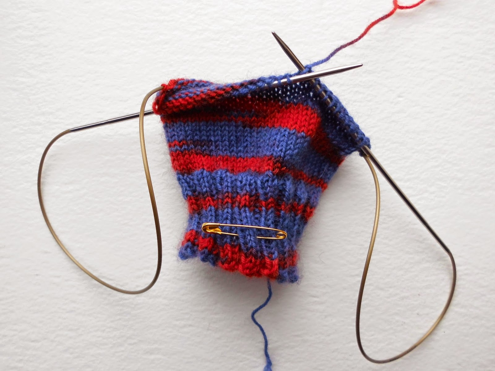 Example of knitting using long circular needle for magic loop