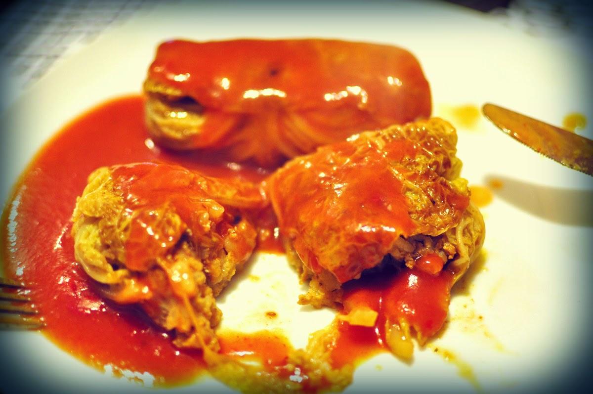 gołąbki-z-włoskiej-kapusty-w-sosie-pomidorowym