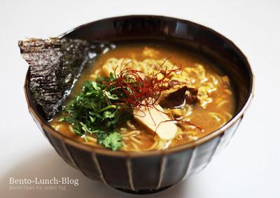 Rezept: Curry-Miso-Butter-Ramen mit gewellten Nudeln