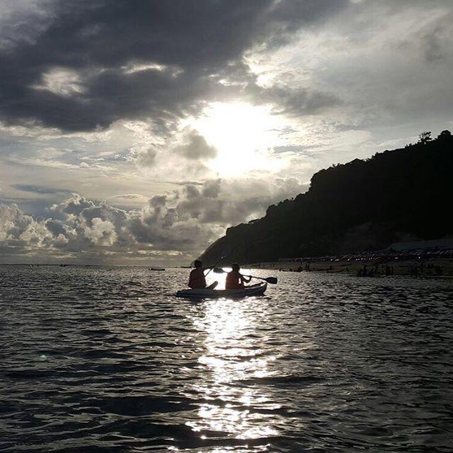foto bermain kano di pantai pandawa