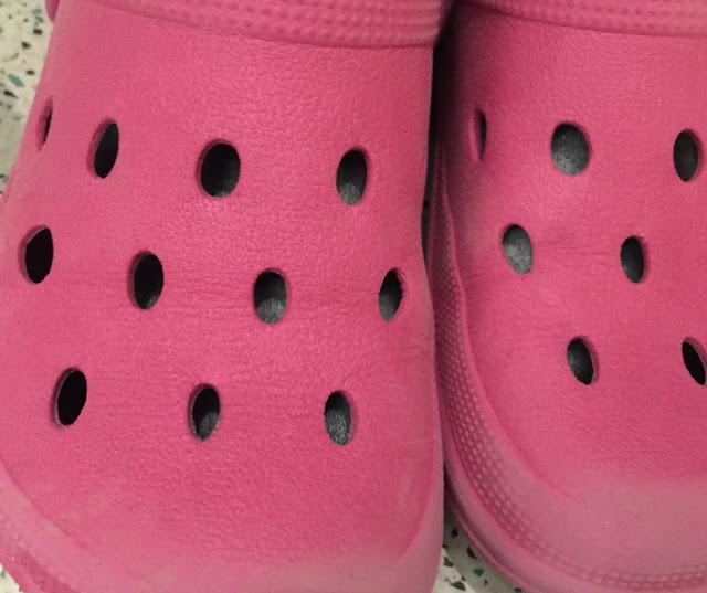 Pinke Aldi-Clogs, des Zwuggels Lieblingshausschuhe!