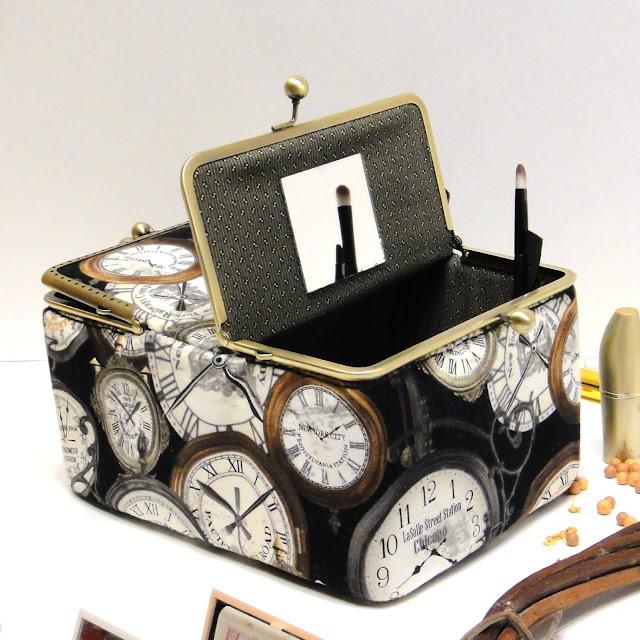 Настольная косметички или косметичка шкатулка с винтажными часами - в подарок маме или бабушке.
