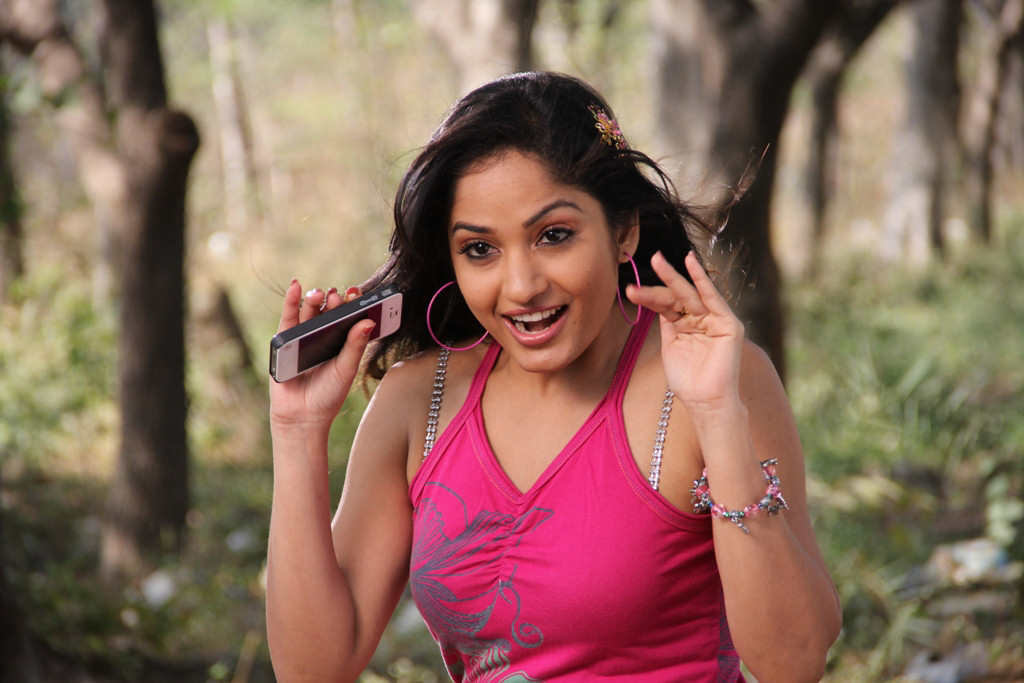 Madhavi latha still in aravind 2 movie