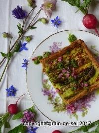 http://salzkorn.blogspot.fr/2016/05/auerlich-grun-tarte-mit-spargel-erbsen.html