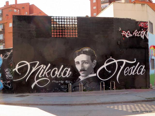 Murales en las fachadas de la Villa de Vallecas