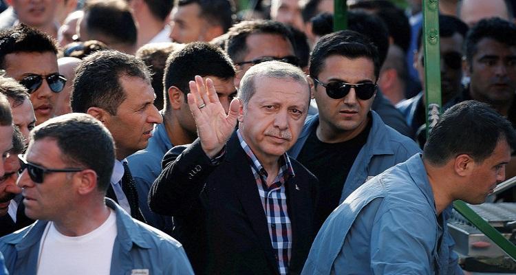 مصدر استخباري سري تركي يكشف السبب الحقيقي لنجاح أردوغان في وقف الانقلاب