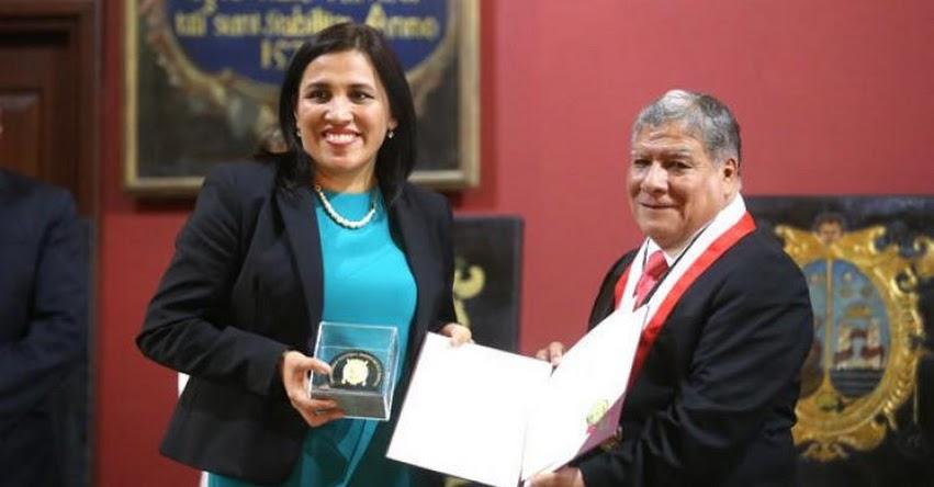 Universidad San Marcos condecora a Ministra de Educación Flor Pablo Medina