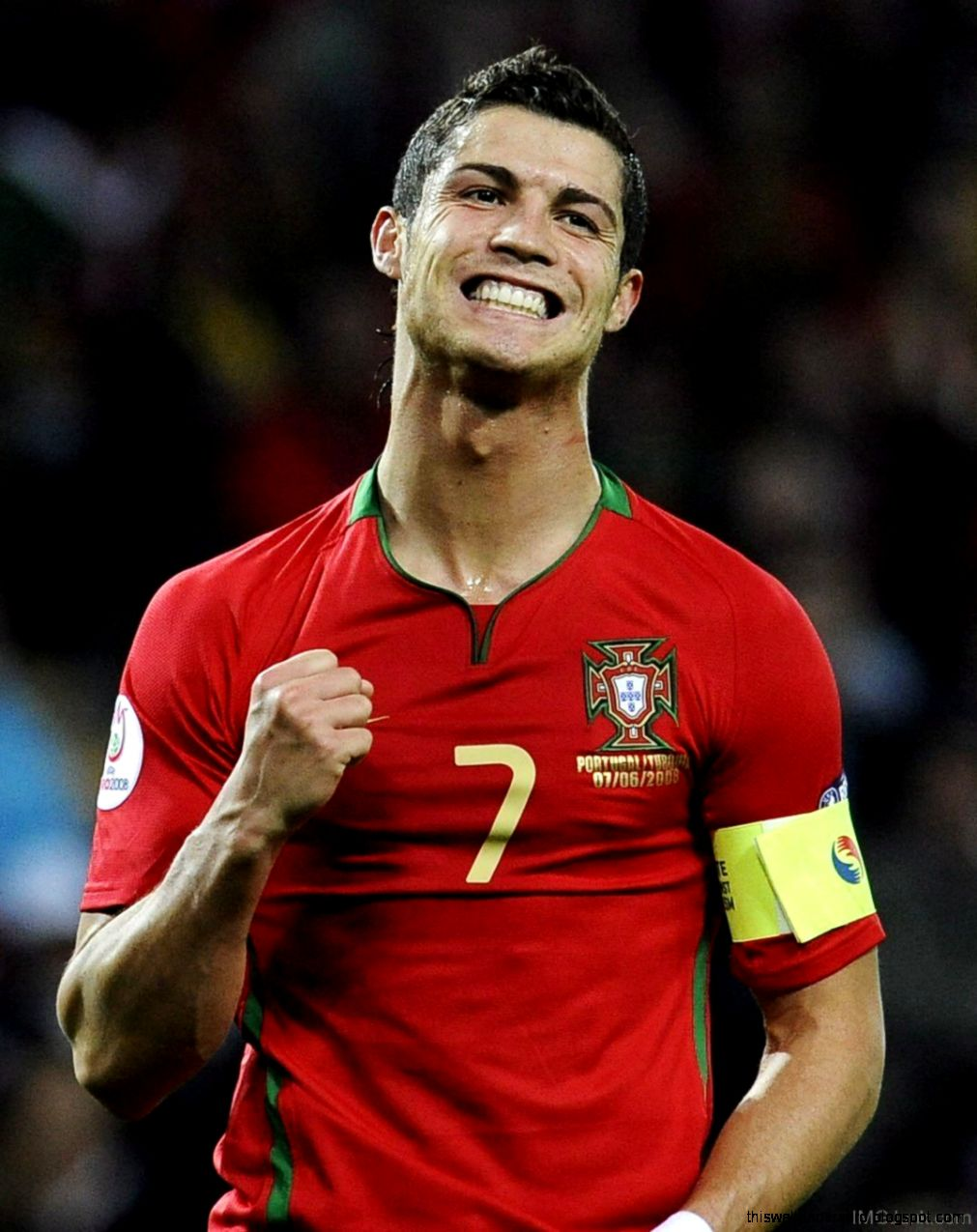 cristiano ronaldo in red t shirt images this wallpapers. Black Bedroom Furniture Sets. Home Design Ideas