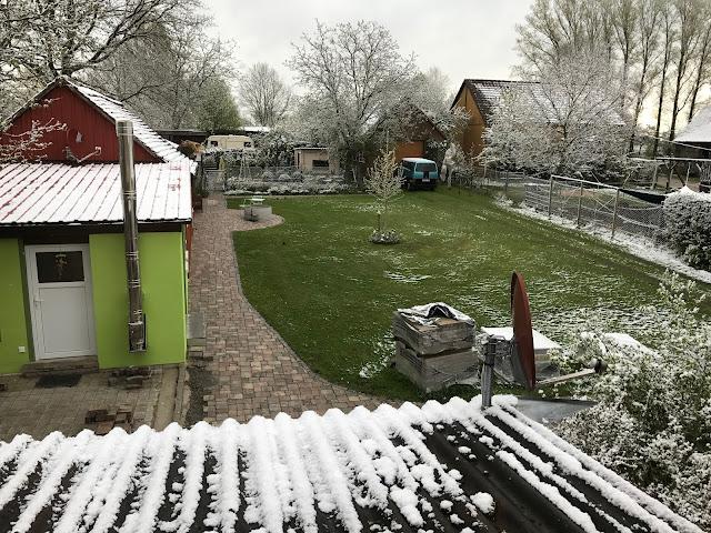 Schnee Ende April im Erstfrühling (c) by Joachim Wenk