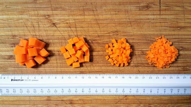 Taillage de légumes (carottes) en mirepoix de 1 cm, en macédoine de 5 mm, en brunoise de 2 mm et micro-brunoise < 1 mm.