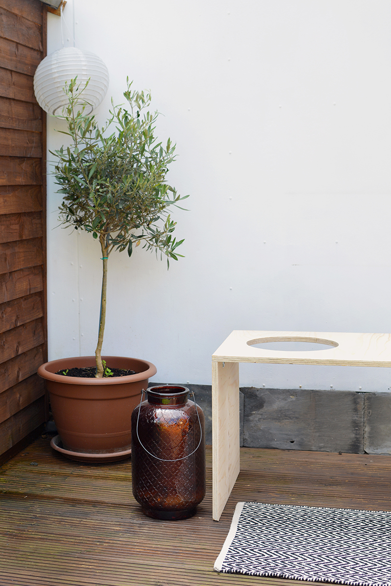 HOW TO MAKE A OUTDOOR BENCH