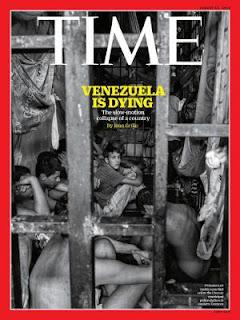 La imagen del diseño muestra a prisioneros hacinados en un calabozo de la estación municipal de Chacao, donde habitan hasta 20 mil reclusos, pese a haber sido diseñada para albergar un máximo de 5.000. 'Cómo la nación con más petróleo en el mundo se derrumbó', reza el adelanto de la publicación.