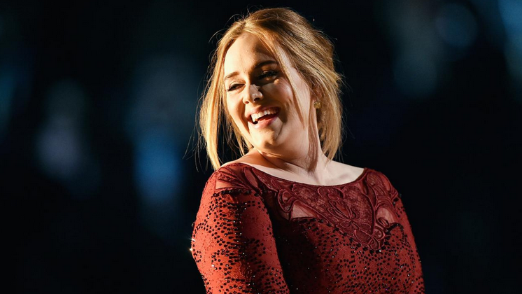 "Adele aproveitou ainda para cantar ""When We Were Young"", seu novo single"
