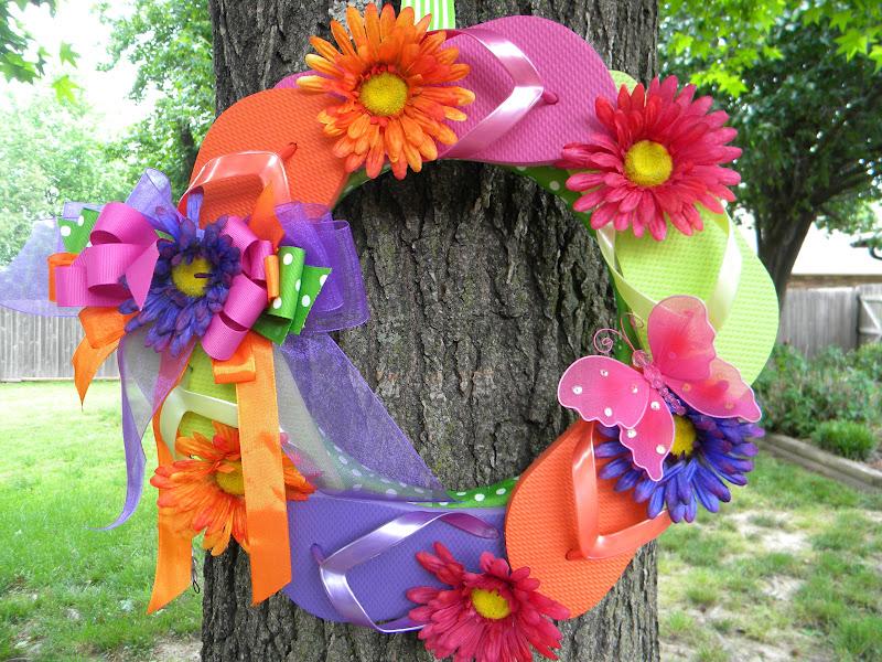 606dd216ee46 19 Beautiful Flip Flop Wreaths - The Funky Stitch