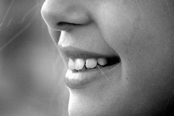 Memberhatikan bahasa tubuh yang baik yaitu hal yang penting dan dilarang diremehkan 24 Cara Menggunakan Bahasa Tubuh yang Baik (Cara Membaca Bahasa Tubuh)