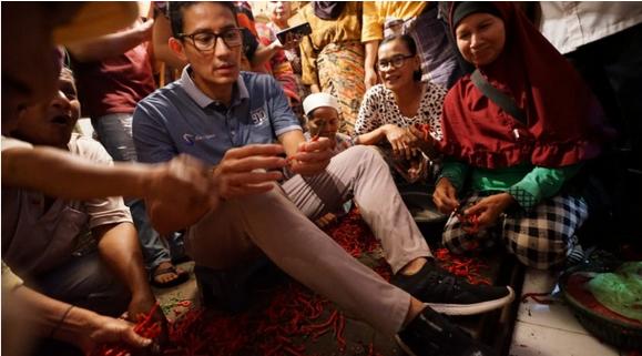 Emak-Emak Padang Curhat ke Sandi Soal Harga Cabai