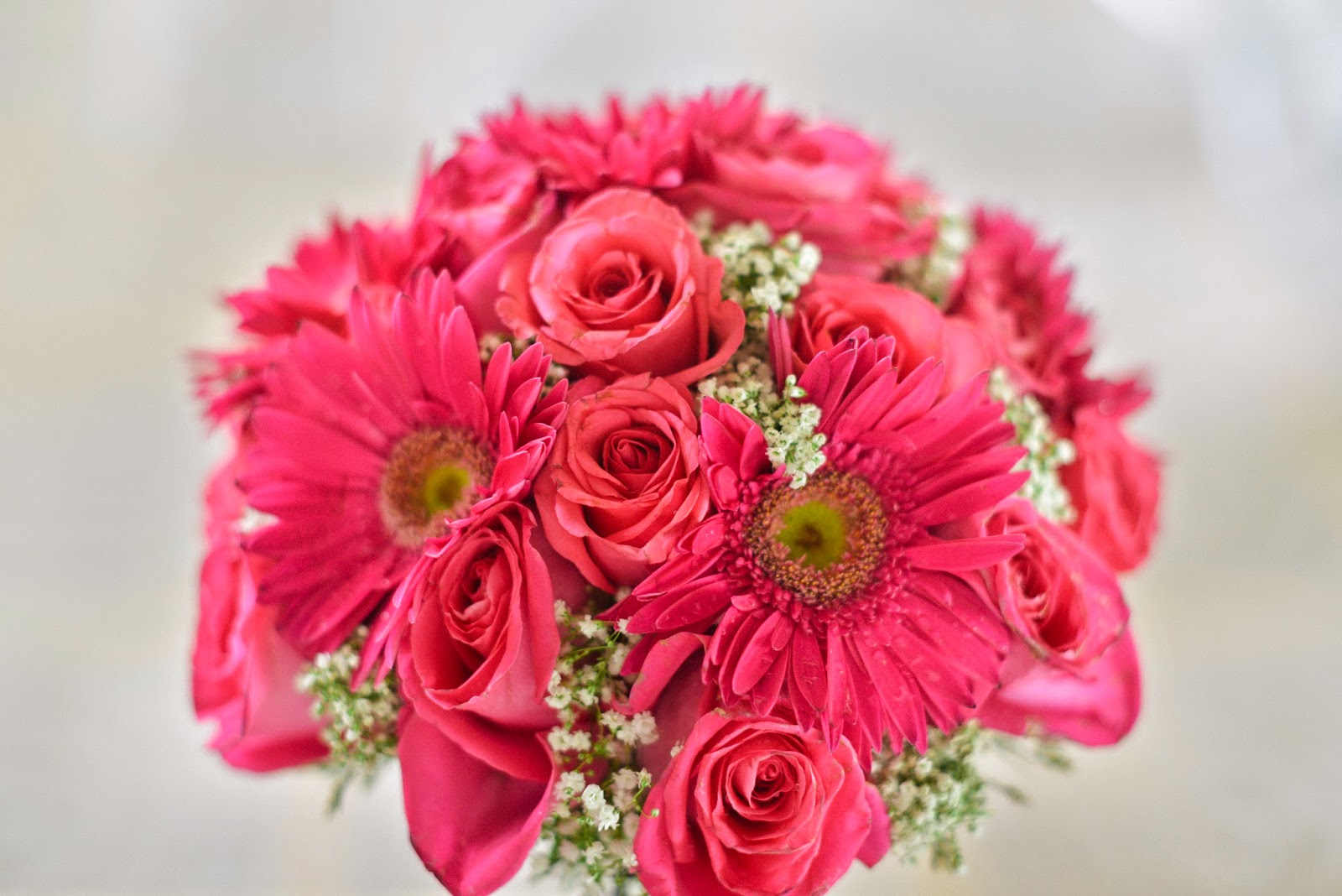 wedding bouquet pink roses daisies