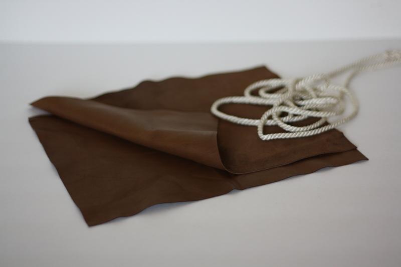 Простая выкройка шляпки.  Видео МК - Как украсить джинсы стразами.  Шьём сумку своими руками.  Декор футболки.
