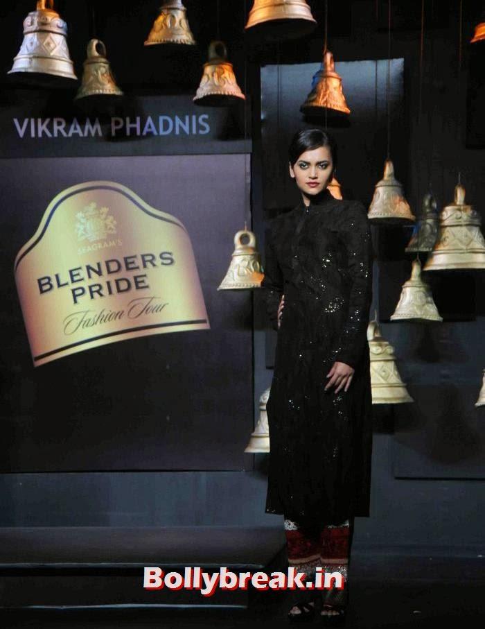 Natasha Ramchandran, Models Walk the Ramp for Vikram Phadnis at BPFT 2013
