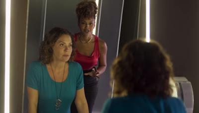 Gisele (Sheron Menezzes) procura Nana (Fabiula Nascimento)