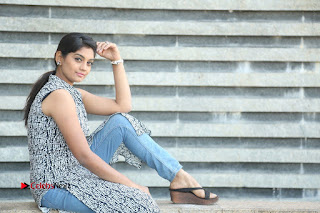 Telugu Television Actress Karuna Latest Pos In Denium Jeans  0129.JPG
