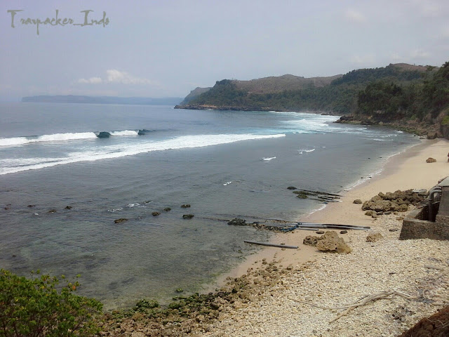 Pantai saluran tambak udang