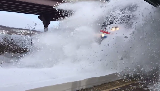 Amtrak, Amtrak train, Amtrak train 236, Commuters, Craig Oleszewski, Flying snow, full video, New York, Nick Colvin, Passengers, Platform, Real time, Rhinecliff, Snow, station, train, Viral,