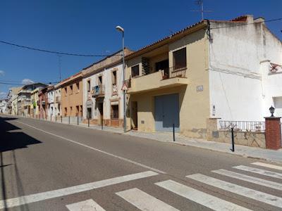 Esguard de Dona - Pilones al carrer Carretera de Sant Jaume dels Domenys