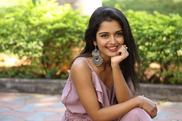 Priyanka Jain Stills At Chalte Chalte Movie Teaser Launch