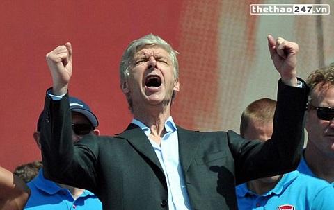 Wenger đã cùng Arsenal chiến thắng 700 trận đấu.