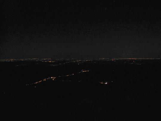Nocny widok ze szczytu Babiej Góry w kierunku północnym.