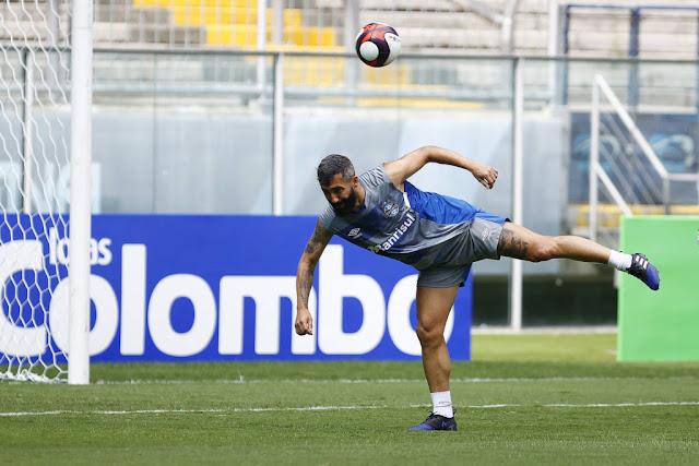 Douglas operou o joelho na manhã desta segunda feira e deve receber alta na quarta-feira (Foto:LUCAS UEBEL/GREMIO FBPA)