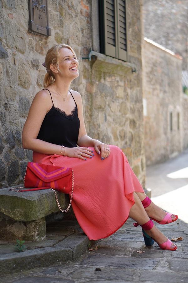 monabyfashion_4_pink_skirt.JPG