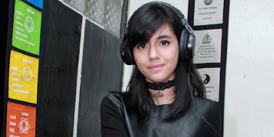 Kumpulan Foto Foto Hot Sexy DJ Una Terbaru