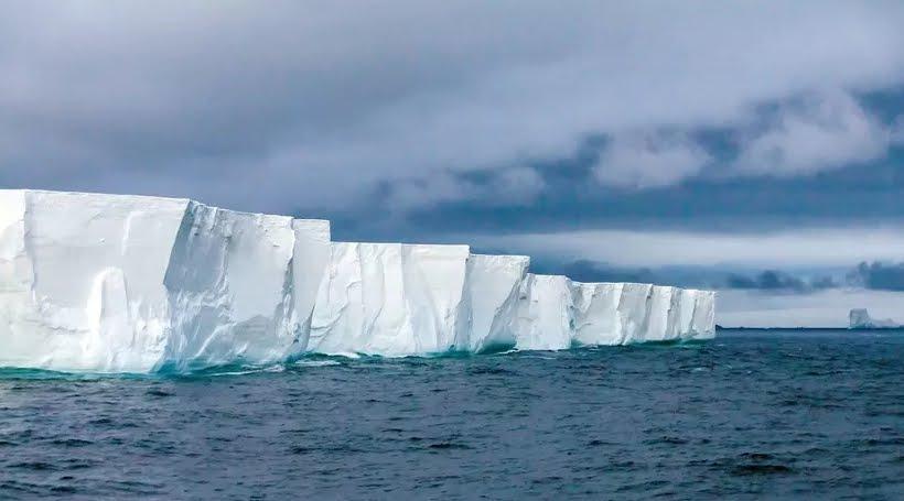 Milionario vuole rimorchiare un Iceberg nel Golfo di Oman per combattere la siccità.