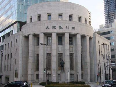大阪取引所前の五代友厚銅像