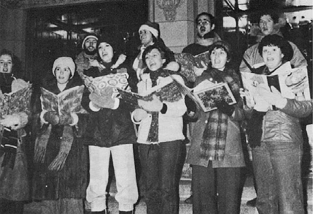 Stairwell Carollers sing on Sparks Street while students at Ottawa University