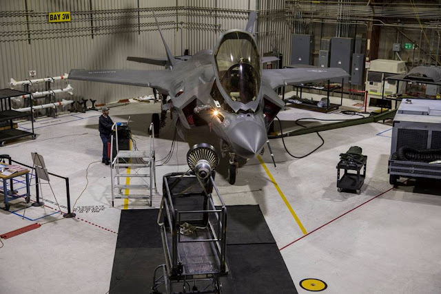 KC-135 light probe refuel F-35