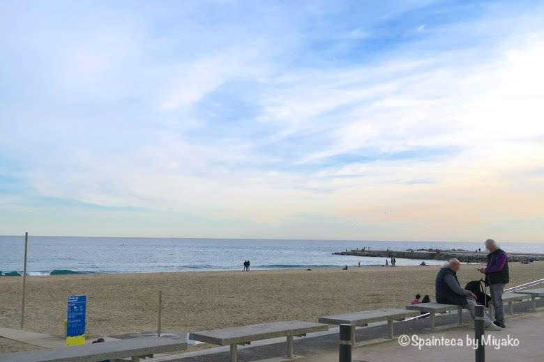 バルセロナのチリンギート·エスクリバの目の前のビーチ
