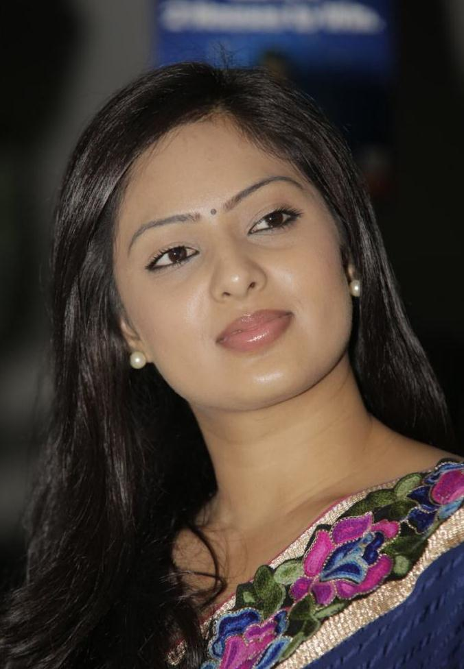 Actress NikeshaPatel Latest HD Images In Saree