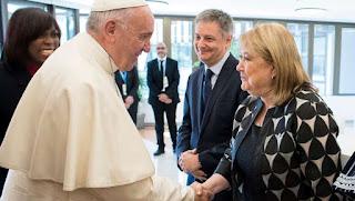 Saludo. El Sumo Pontífice y la canciller argentina, en la reunión que mantuvieron en junio del año pasado.