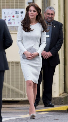 Kate Middleton strategically covers stomach, fuels pregnancy rumours