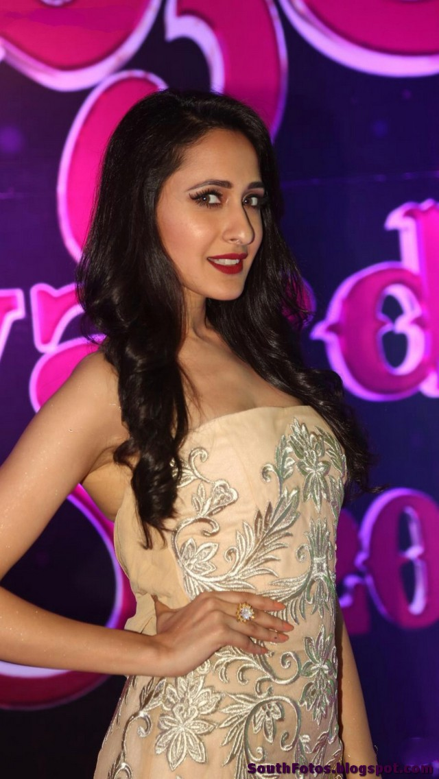 Pragya Jaiswal HD Hot Photos