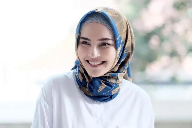 Gaya Minimalis hijab di area leher agar tampil cantik