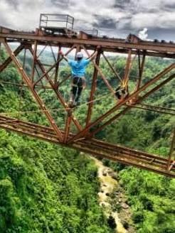 Highlining (slackline di ketinggian) di jembatan cisomang Purwakarta